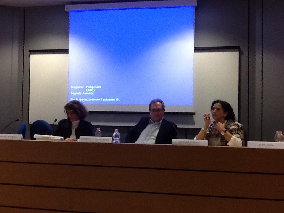 Da sinistra: la Dott.ssa Francesca Ferrandino, già Prefetto di Bergamo, il  Prof. Roberto Zaccaria, Presidente del Consiglio Italiano per i Rifugiati,  la Prof.ssa Paola Scevi, Direttrice del Master in Diritto delle Migrazioni.